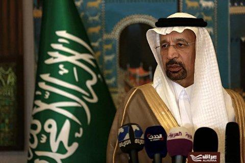 Saudi-Arabia og energiminister Khalid Al-Falih står alene for kutt i oljeproduksjonen på 1,3 millioner fat fra november til mars. Det bidrar til at oljeprisen stiger.