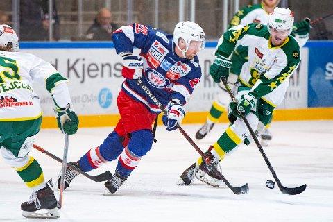 TOK STEGET: Vålerenga og Martin Røymark feide byrival Manglerud Star og Magnus Brekke Henriksen av isen i lagenes femte kvarftinale. Her fra et tidligere oppgjør.
