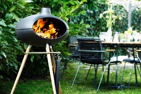 Denne populære matovnen fra Morsø fungerer perfekt som utepeis og grill.