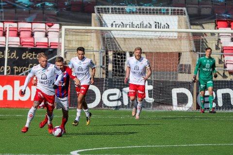 FAVORITTER: Fredrikstad pekes ut som de store favorittene til å rykke opp fra PostNord-ligaen denne sesongen. Her fra generalprøven mot Fram Larvik.