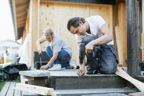 Dersom huset ikke hadde terrasse fra før av kan du trekke fra arbeidsinnsatsen på skattbar fortjeneste om du selger boligen.