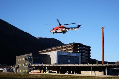 Arbeidsulykken skjedde 600 meter inne i tunnelen. Mannen ble kjørt med ambulanse til Førde sentralsykehus. Illustrasjonsbilde.
