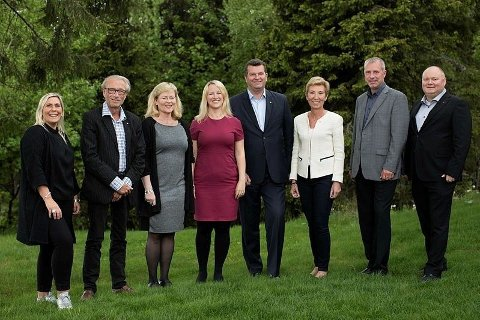 Nå tjener alle i LO-ledelsen over én million kroner i året, melder Fri Fagbevegelse. Fra venstre: LO-sekretær Kristin Sæther, LO-sekretær Terje Olsson, LO-sekretær Trude Tinnlund, LOs 1. sekretær Julie Lødrup, LO-leder Hans-Christian Gabrielsen, 1. nestleder Peggy Hessen Følsvik, 2. nestleder Roger H. Heimli og LO-sekretær Are Tomasgard.