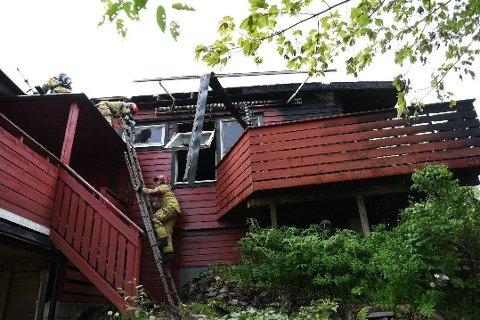 UBEBOELIG: Brannen i Åstveit i Bergen førte til store skader på boligen.