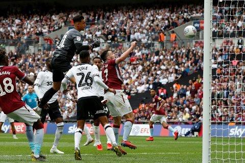 TABBE: Derby-keeper Kelle Roos var ikke helt patent da Aston Villa gikk opp i 2-0.