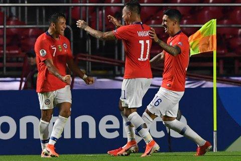 Chile og Alexis Sanchez feide over Japan i åpningskampen og vant 4-0. Sanchez har hatt en svak sesong i Manchester United, men mot Japan hadde han en scoring og en målgivende.