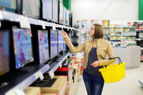 LEIE-TV: Men leiekostnadene for TV-er og andre forbruksvarer har som regel en enda høyere rente enn forbrukslån.