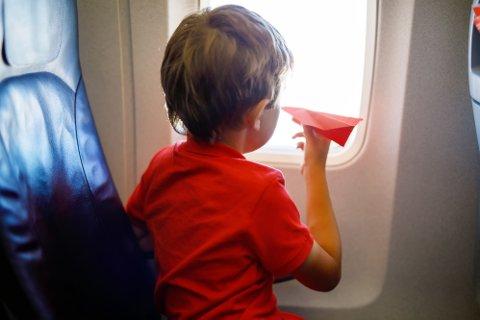ALKOHOL PÅ FLY: Reisen til Syden bør være en fin opplevelse for alle, ikke bare de som varmer opp med halvliterne på flyplassen før avgang og spretter sjampanjekorken på flyet.
