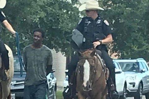 Politiet i Galveston i Texas får massiv kritikk etter at dette bildet ble lagt ut på sosiale medier.