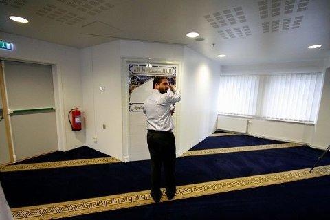 Talsperson Ikhlaq Ahmad i Al-Noor Islamic Centre i Bærum.