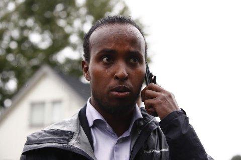 Styreleder i Islamsk Råd, Abdirahman Diriye, ved al-Noor Islamic Centre i Bærum etter en skyteepisode i moskeen. Politiet har pågrepet en gjerningsmann.