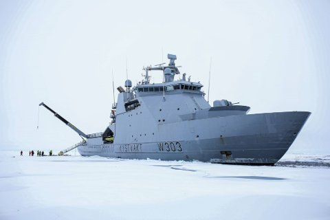 Kystvaktskipet Svalbard skrev onsdag polarhistorie ved å være det første norske fartøyet som har nådd Nordpolen. Foto: Kystvakten / NTB scanpix