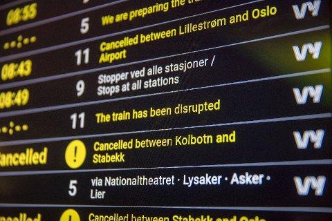 TOGSTANS: Mange forsinkelser og innstillinger i togtrafikken på Oslo S på torsdag.