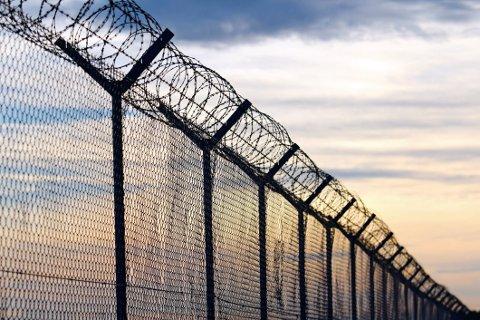 MÅTTE FØDE ALENE: En kvinne i fengsel i USA måtte føde alene på sin kalde celle uten medisinsk personell til stede. Illustrasjonsfoto.