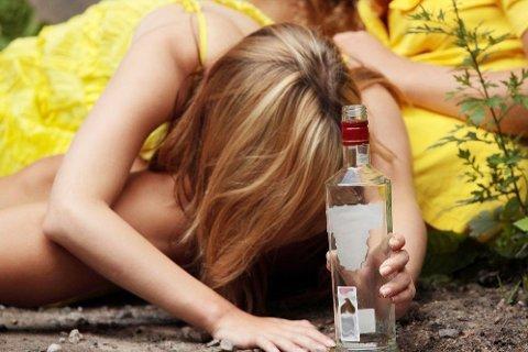 En fersk undersøkelse viser at mer enn én av ti ungdommer ikke føler at de kan ringe hjem dersom de har behov for å bli hentet på fest. Foto: Shutterstock.