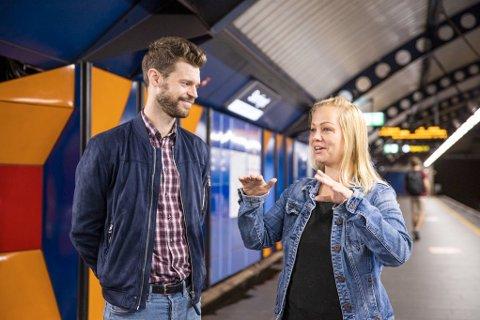 REAGERER: Rødts førstekandidat i Oslo, Eivor Evnerud, reagerer på at MDG inviterer Venstre til byrådssamtaler og dermed vurderer å vrake Rødt. Her er hun sammen med Rødt-leder Bjørnar Moxnes i valgkampen.