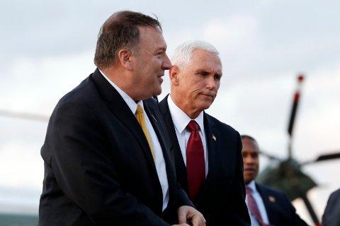 USAs visepresident Mike Pence og utenriksminister Mike Pompeo ankommer Andrews Air Force Base onsdag for å fly til Tyrkia.