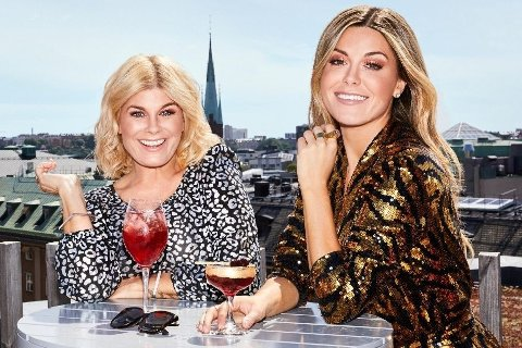 TJENER FETT: Bianca Ingrosso og moren Pernilla Wahlgren er superpopulære gjennom serie «Wahlgrens Värld», men Bianca står også veldig godt i det på egenhånd.