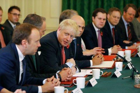 MØTE: Storbritannias statsminister Boris Johnson under et regjeringsmøte i statsministerboligen tirsdag. Foto: Tolga Akmen / AP / NTB scanpix