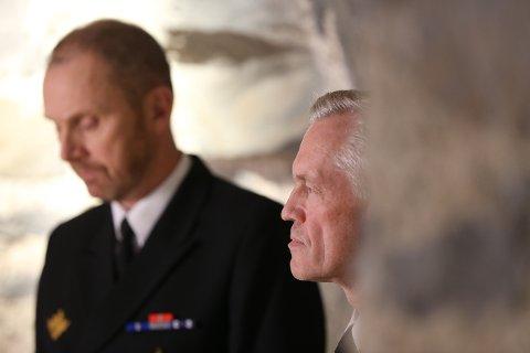 Sjef i marinen, Rune Andersen (t.v.) og sjef i Sjøforsvaret Nils Andreas Stensønes holdt pressekonferanse på Akershus festning fredag etter at Statens Havarikommisjon la fram sin rapport om fregattulykken i fjor.