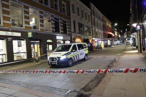 BRÅK I OSLO: Politiet meldte like etter klokken 3 natt til onsdag om at flere vektere ved et utested i Torggata i Oslo ble truet med balltre i forbindelse med et slagsmål. Illustrasjonsfoto: Politibil i Torggata i Oslo.