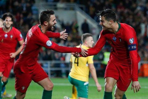Cristiano Ronaldo (th) jubler sammen med Bernardo Silva etter å ha scoret sitt tredje mål i kampen mot Litauen hjemme på Algarve stadium i Faro. Vi tror han kan gjøre livet surt for Luxembourg også.
