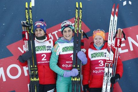 PÅ PALLEN: Therese Joahug vant foran Heidi Weng t.v. og Helene Marie Fossesholm under 10 km klassisk på Beitostølen.