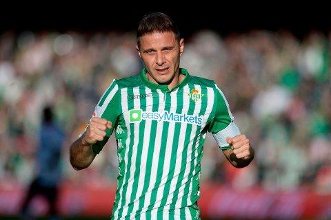 TRE KJAPPE: Real Betis-legenden Joaquín satte lørdag en rekord det skal bli svært vanskelig å slå i spansk toppfotball. Her etter en scoring i november.