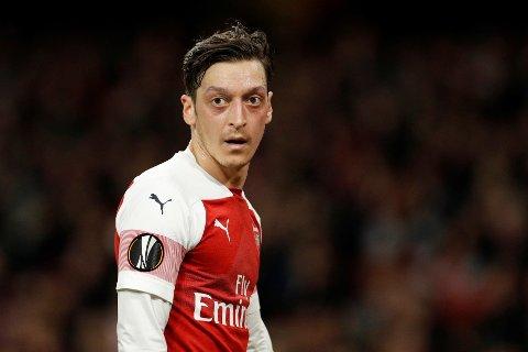 PÅ VEI UT?: Mesut Özils stjerne har falt kraftig i Arsenal den siste tiden.