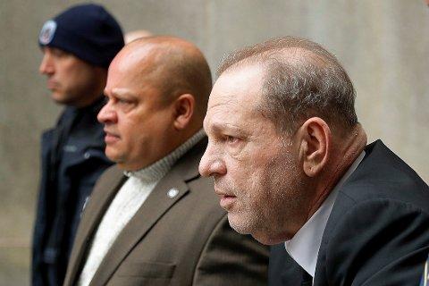 – Han så feig ut. Han ville ikke se på oss. Han ga oss ikke øyekontakt, sa Sarah Ann Masse om Weinsteins opptreden i retten.