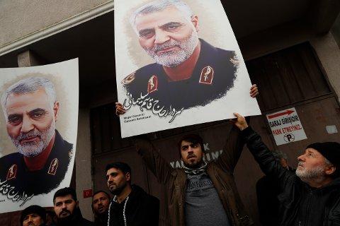 Millioner av iranere har de siste dagene hyllet general Qasem Soleimani, som ble drept i et amerikansk attentat i Irak fredag. Myndighetene i Teheran har varslet hevn.