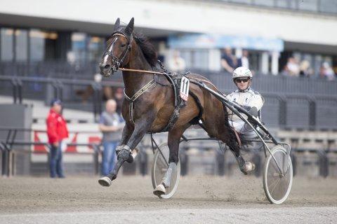 Magnus Jakobsson og Fossens Bonus. Søndag kommer de ut på Momarken. foto_Roger Svalsr¿d_hesteguiden.com