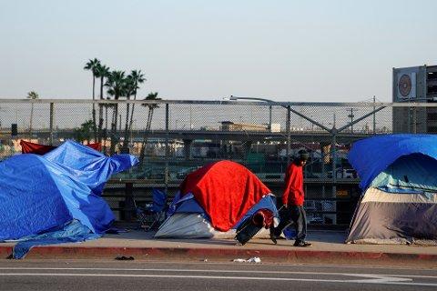 Flere hundre mennesker bor i telt eller under presenninger på gata i Los Angeles, California. Flere av dem er psykiatriske pasienter.