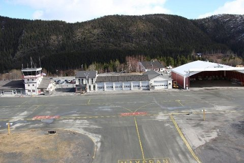 NI FLYPLASSER STENGER I NORGE: Her fra Mosjøen lufthavn, Kjærstad, som er en av flyplassene som stenger. Foto: Jon Steinar Linga/Helgelendingen