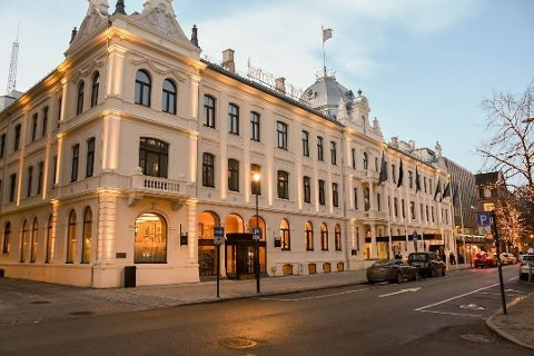 STENGES: Britannia Hotel må stenge dørene som følge av koronautbruddet.