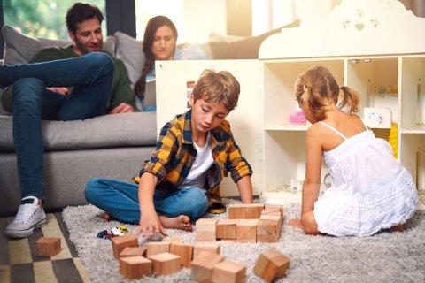 Lego, sparkesykler og ballbinger - det er mye man kan bruke tiden på når man må være mye inne og hjemme.