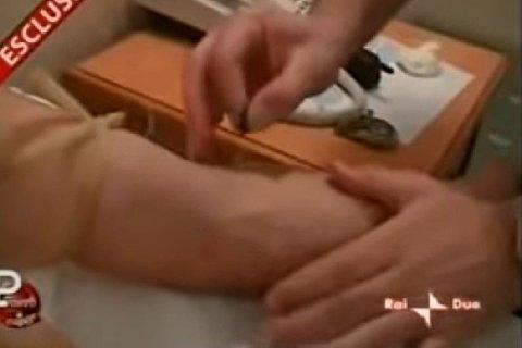 FILMET SEG SELV: Fabio Cannavaro filmet seg selv mens han fikk intravenøs behandling dagen før Uefacupfinalen mot Marseille i 1999.