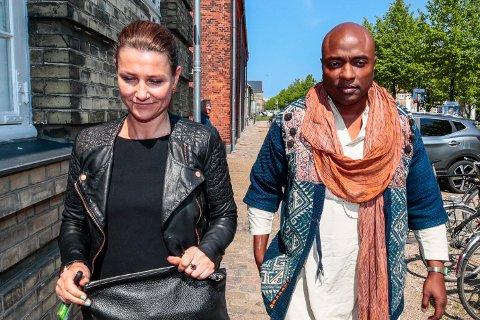 SØKER HJELP: Durek Verrett etterspør en innvandringsadvokat på Instagram. Betyr det at han er på flyttefot? Her er paret fotografert i København.