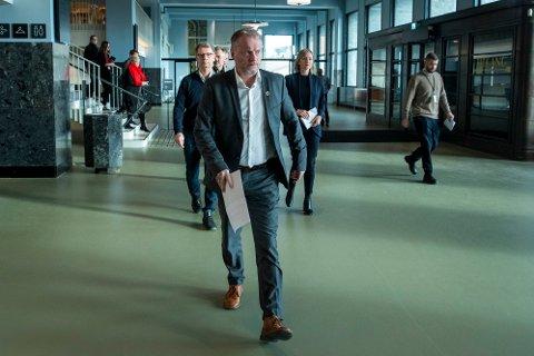 STENGTE RESTAURANTER: Oslo kommune og byrådsleder Raymond Johansen stengte alkoholserveringen i Oslo slik at alle restaurantene i byen måtte lukke. Foto: Terje Pedersen / NTB scanpix
