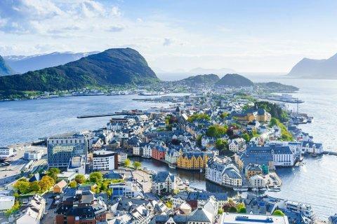 Oppdag Norge i sommer til en billig penge. Betal kun 8000 kroner for 10 netter for to personer.