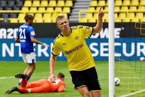 Ering Braut Haaland jubler etter å ha scoret sitt tiende Bundesliga-mål sist helg.
