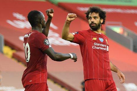 Liverpools egyptiske stjernespiller, Mohamed Salah, feirer scoringen sin mot Crystal Palace sammen med Sadio Mané.