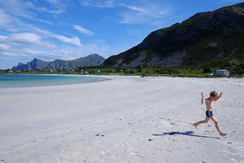 Årets turiststrøm til Lofoten bli hovedsaklig norsk, og den varer for kort og legger igjen for lite penger.