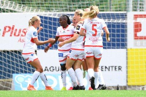 Kennya Kinda Esther Cordner jubler etter 2-0-målet mot Vålerenga i serieåpningen. Vi tror hun senker Rosenborg lørdag.