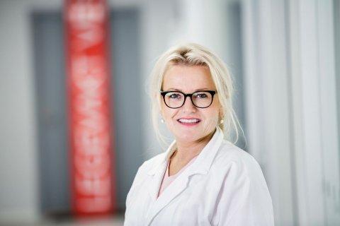 Lege og legevaktsjef Kari Lise Jacobsen Eidjar etterlyser varslingsplikt for seg selv og sine kolleger.