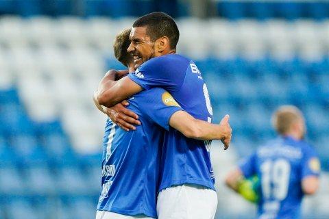 Ohi Omoijuanfo jubler med Magnus Wolff Eikrem etter 3-0 målet mot Vålerenga på Aker stadion. Vi tror de to blir viktige i onsdagens kamp.