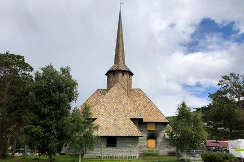 Dombås kirke, bygd i 1939, ble påtent 20. februar 2020 og fikk store innvendige skader i brannen. Foto: André Lorentsen / NTB scanpix