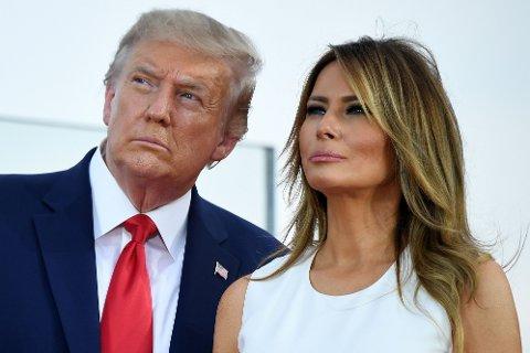 President Donald Trump og førstedame Melania Trump avbildet utenfor Det hvite hus mens de ser på en flyoppvisning på uavhengighetsdagen 4. juli i sommer.