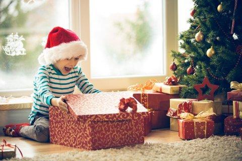 Den rette julegaven til barna kan by på mye glede.