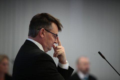 Tidligere justisminister Tor Mikkel Wara er fornærmet part i saken. I perioden 6. desember 2018 til 10. mars 2019 ble han utsatt for en rekke ubehagelige hendelser han selv har karakterisert som «ille» og «alvorlig». Bildet er fra retten tirsdag.
